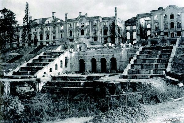 Большой Петергофский дворец , разрушенный немецкими войсками