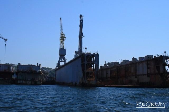 Плавдок, затонувший накануне в Находке, поднят из воды
