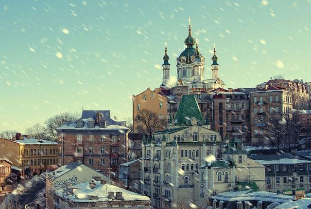 Вид на Андреевскую церковь в Киеве