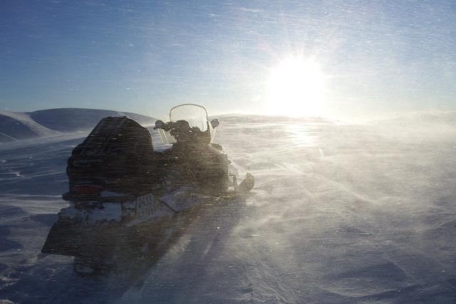 Снегоход с людьми провалился под лёд в Кузбассе