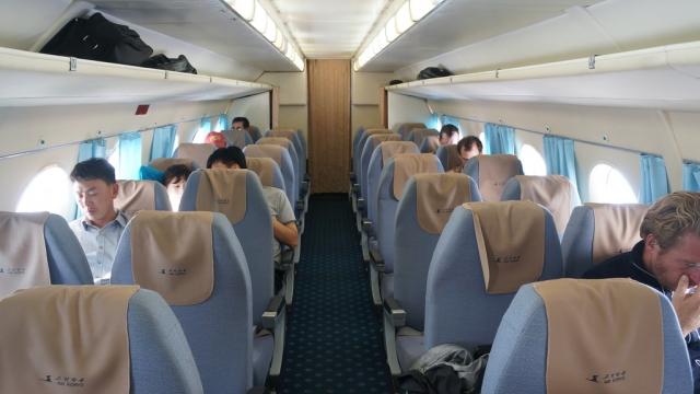 В Иркутской области самолет Ан-24 задел в аэропорту мачту освещения