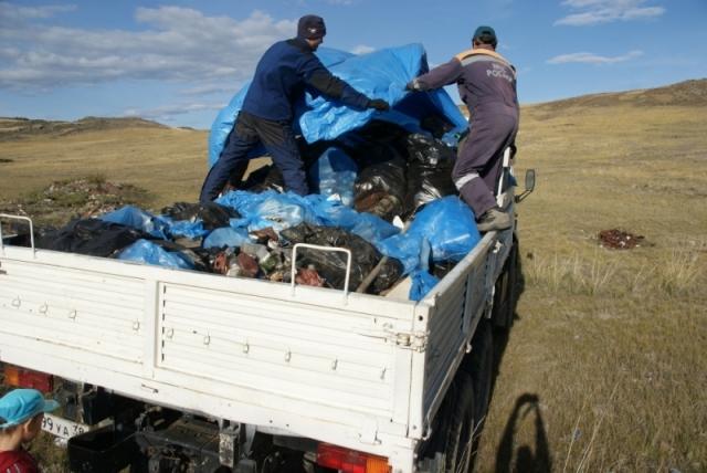 Уборка мусора на берегах Байкала