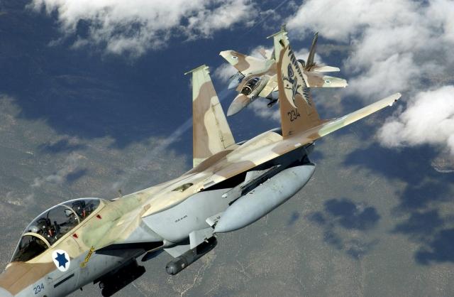 Сирийские военные ранены при атаке ВВС Израиля