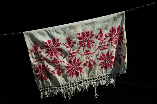 Традиционная вышивка. К сожалению, полотно использовалось как тряпка