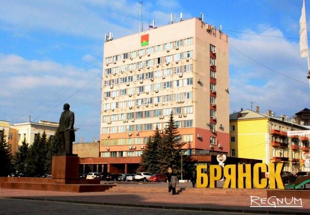 Площадь Ленина и здание городской администрации