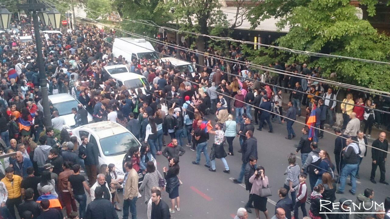 «Бархатная революция» в Армении