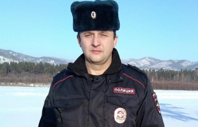 Сотрудник полиции в Забайкальском крае спас замерзающего ребенка