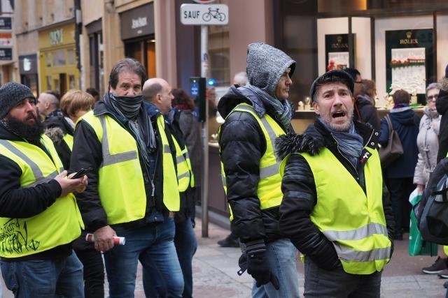 El Pais: Задержание одного из лидеров «желтых жилетов» взволновало Францию
