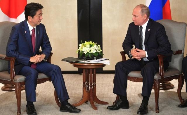 Синдзо Абэ и Владимир Путин. Сингапур