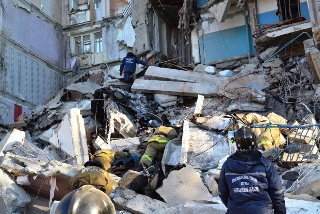 Поисково-спасательные работы на месте обрушения
