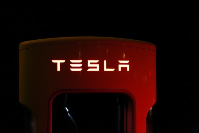 Война роботов: в Лас-Вегасе беспилотник Tesla сбил российского Промобота