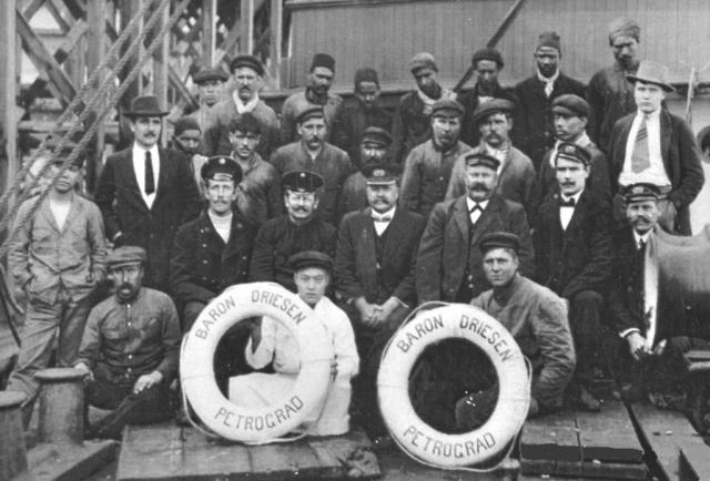 Команда парохода «Барон Дризен»