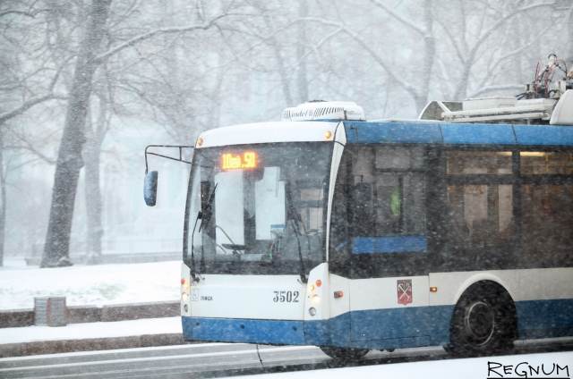 Мэр Саратова поехал на работу на общественном транспорте и опоздал