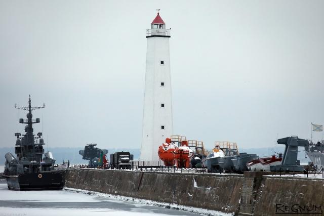 «Брачные отношения» могут помешать военным морякам переехать в Кронштадт