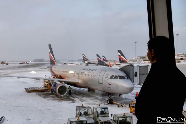 Сильный ветер сорвал приземление трех авиалайнеров в Санкт-Петербурге