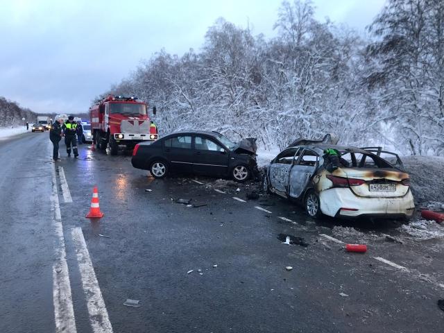 Двое детей и женщина погибли в лобовом столкновении машин под Петербургом