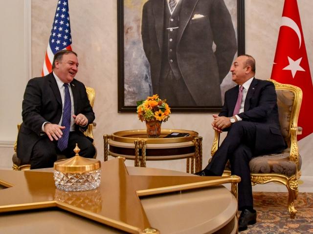 Глава МИД Турции и госсекретарь США обсудили ситуацию в Сирии