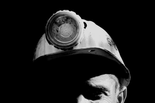 Порядка 20 горняков оказались под завалами в угольной шахте в Китае