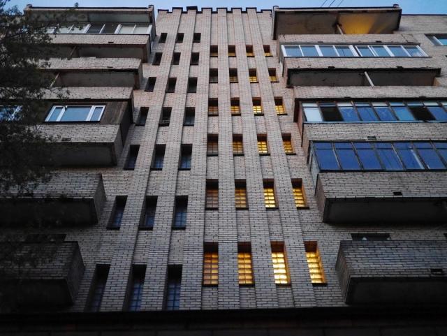 Стеклоблоки тёплой лестницы башни индивидуального проекта в Щукино