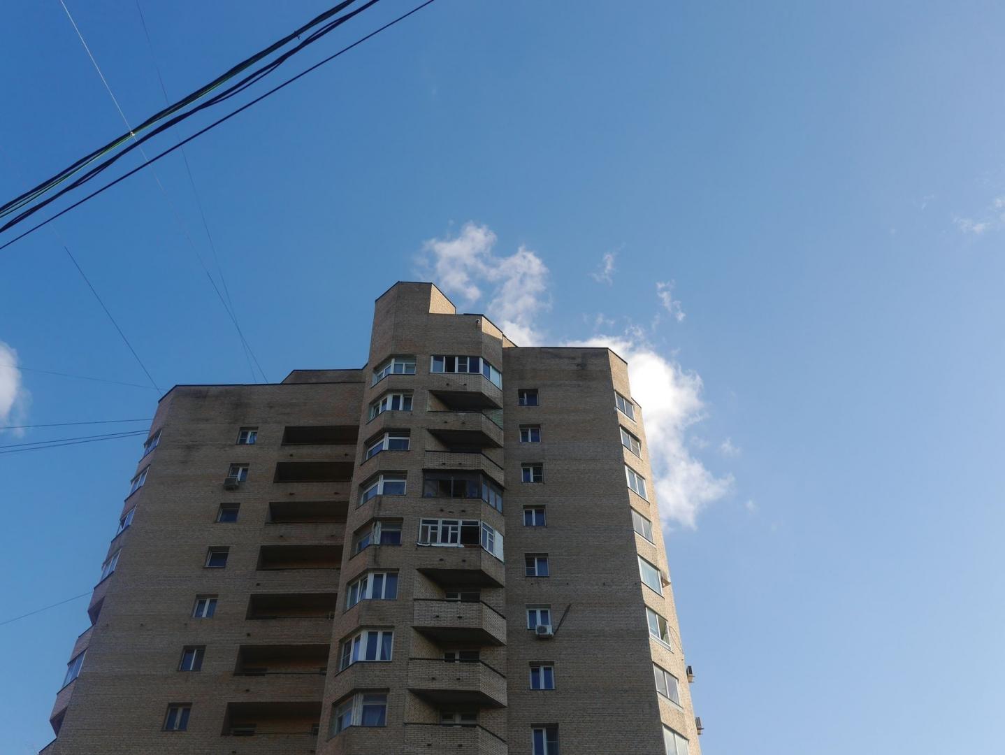 Не индивидуальный, но растиражированный только комплексом на Ленинградском шоссе и в Голицыно, тип башни
