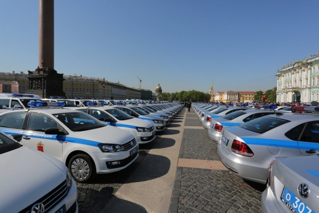 Автомобили петербургской полиции