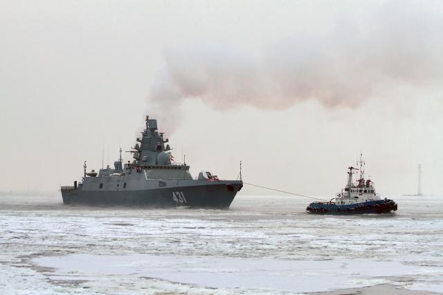 Фрегату «Адмирал Касатонов» не удалось разогнаться из-за льда на Балтике