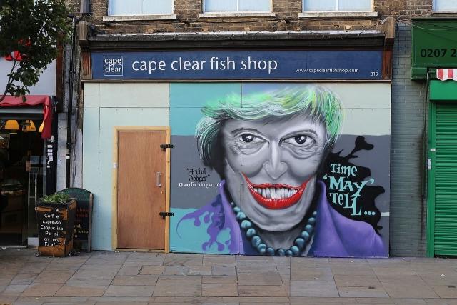 Мэй не уйдет несмотря на провал ее плана Brexit