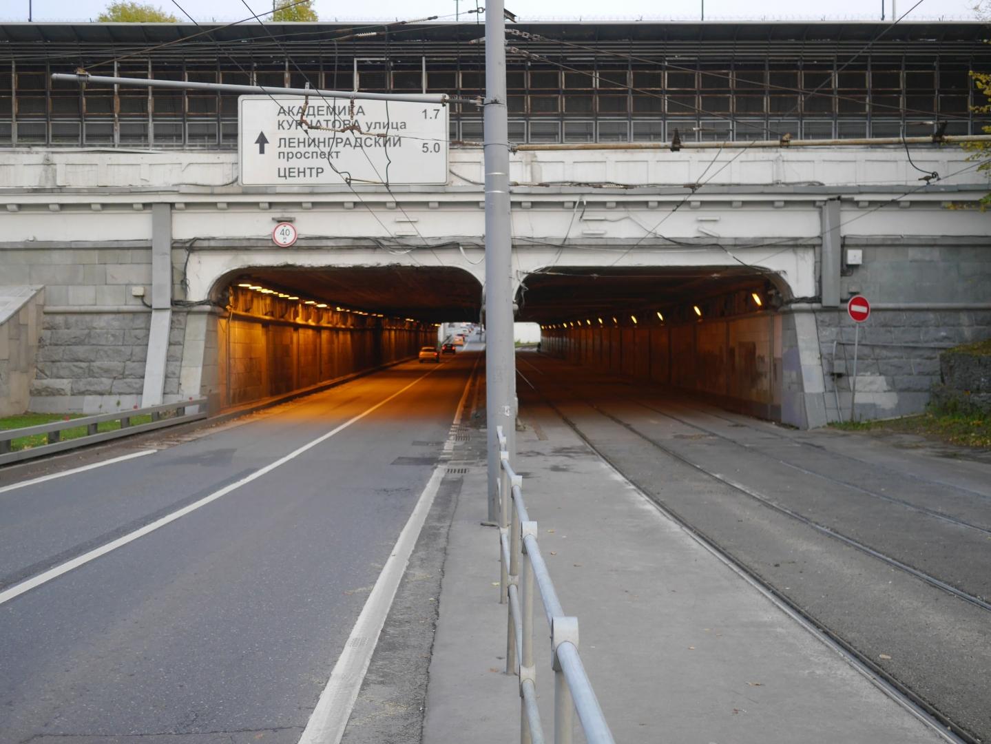 Порталы тоннелей сталинского времени, потерявшие аутентичность в 2003 году. Снимок октября 2017