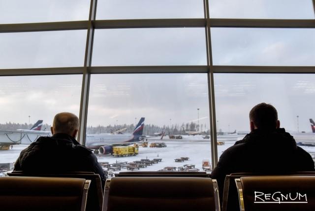 В аэропортах Москвы задержаны и отменены из-за непогоды десятки рейсов