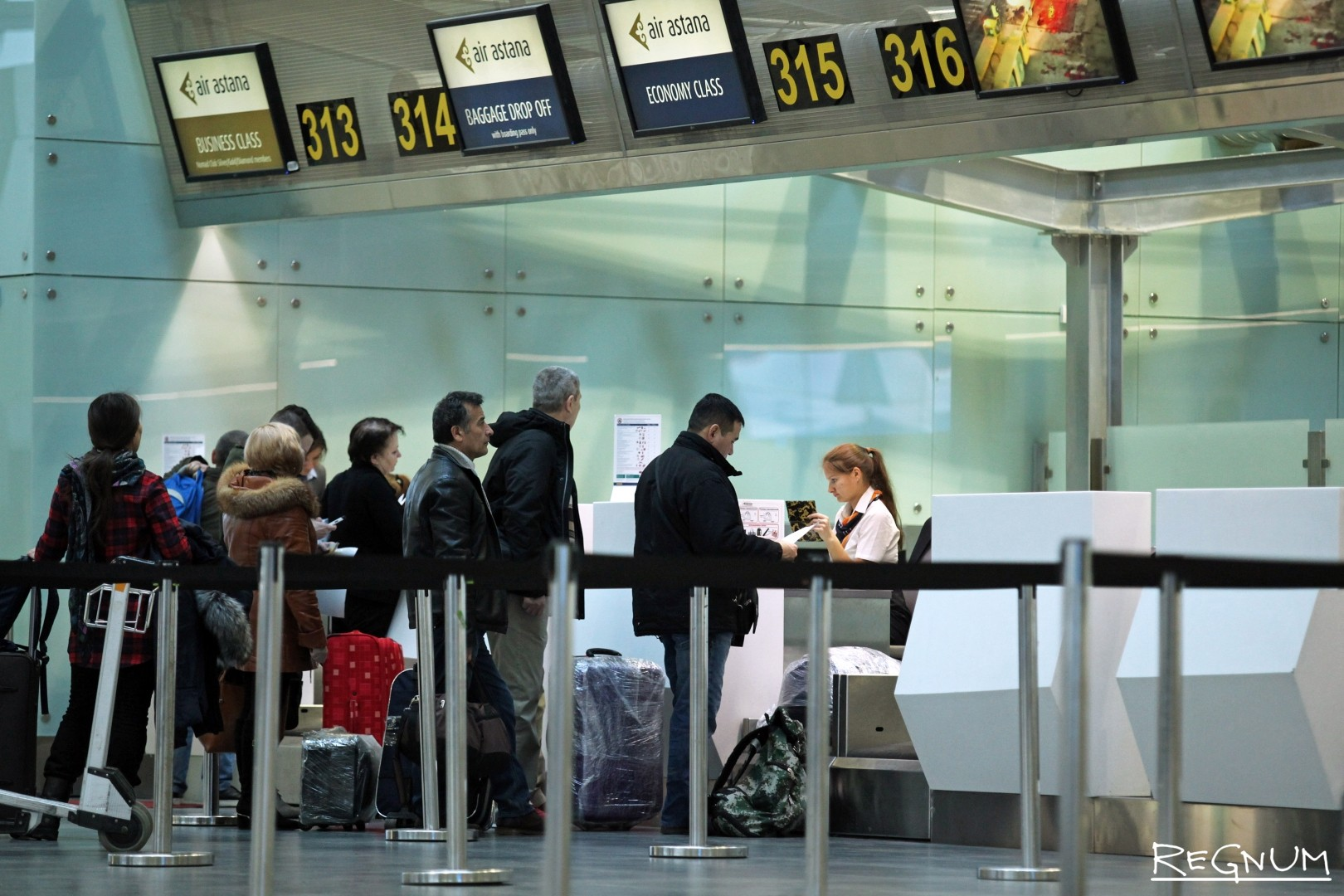 Пассажиры в аэропорту «Пулково»
