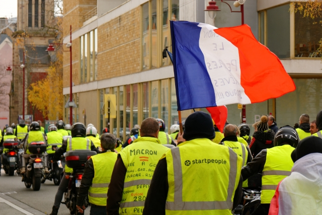 «Желтые жилеты» пообещали вывести миллион на улицы Парижа