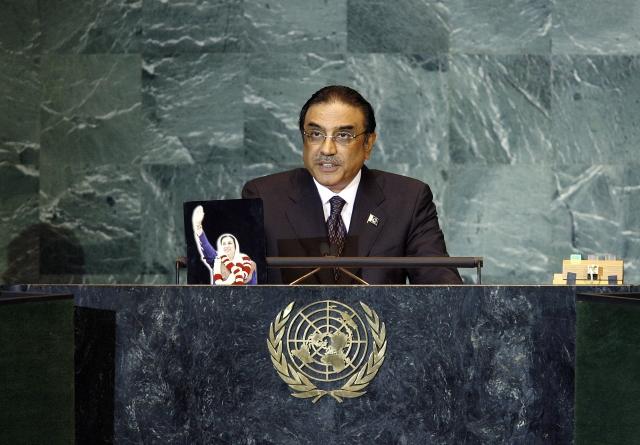Экс-президент Пакистана Зардари: премьер-министр «не досидит» свой срок