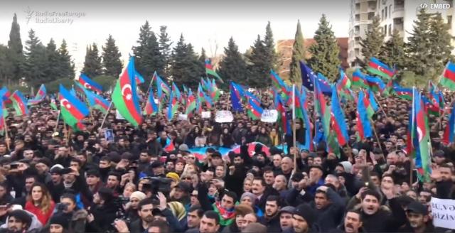 В Баку тысячи демонстрантов потребовали «покончить с диктатурой»