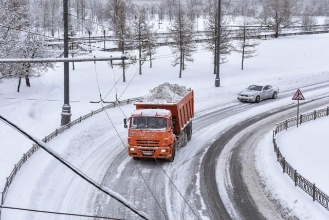 МЧС предупредило о непогоде в Москве: ветер, снег и метель