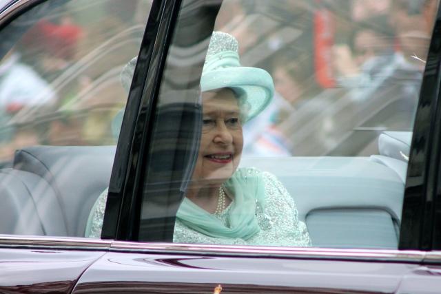Елизавету II «поймали» на нарушении ПДД