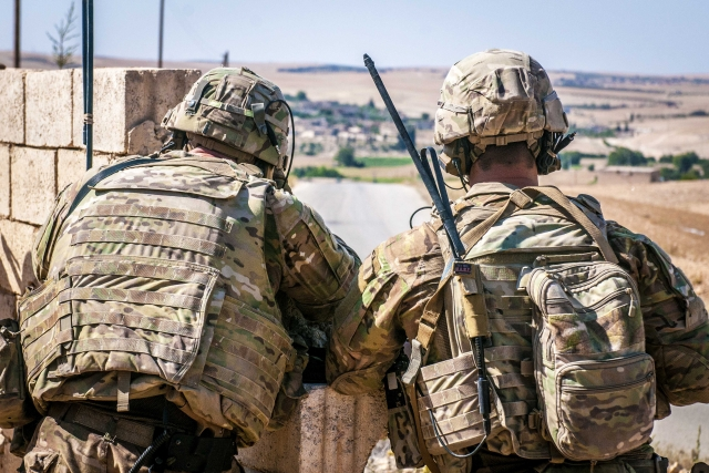 Американские солдаты в окрестностях Манбиджа