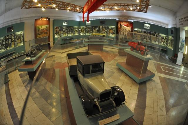 Один из залов ныне изгнанного со своего исторического места Музея ЗиЛ. Музей был открыт в 1979 году. 2011