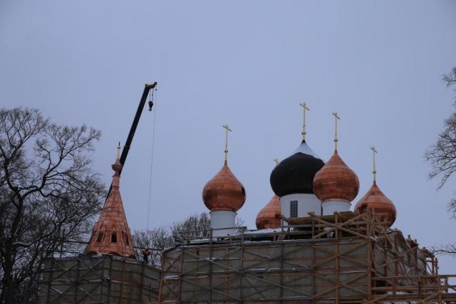 В Ярославской области на церкви Богоявления «на Острову» установили кресты