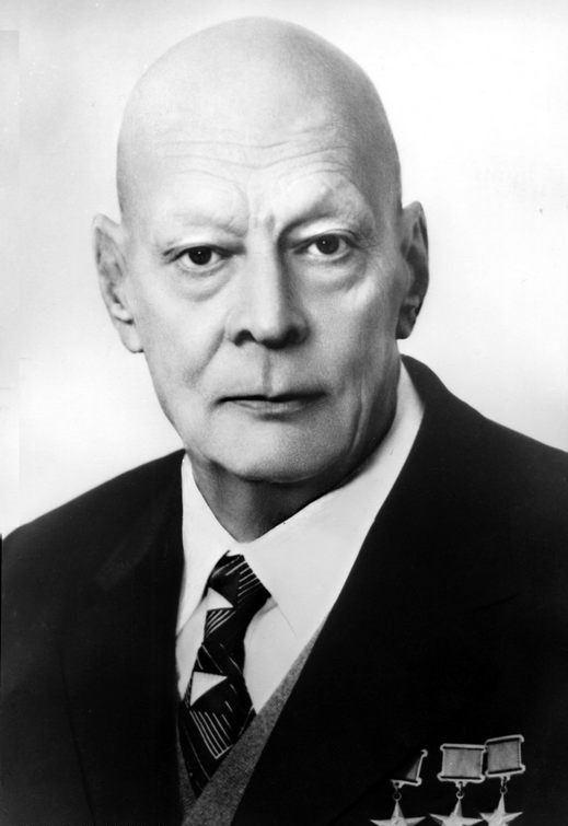 Научный руководитель создания первой атомной подводной лодки К-3 академик А.П.Александров.