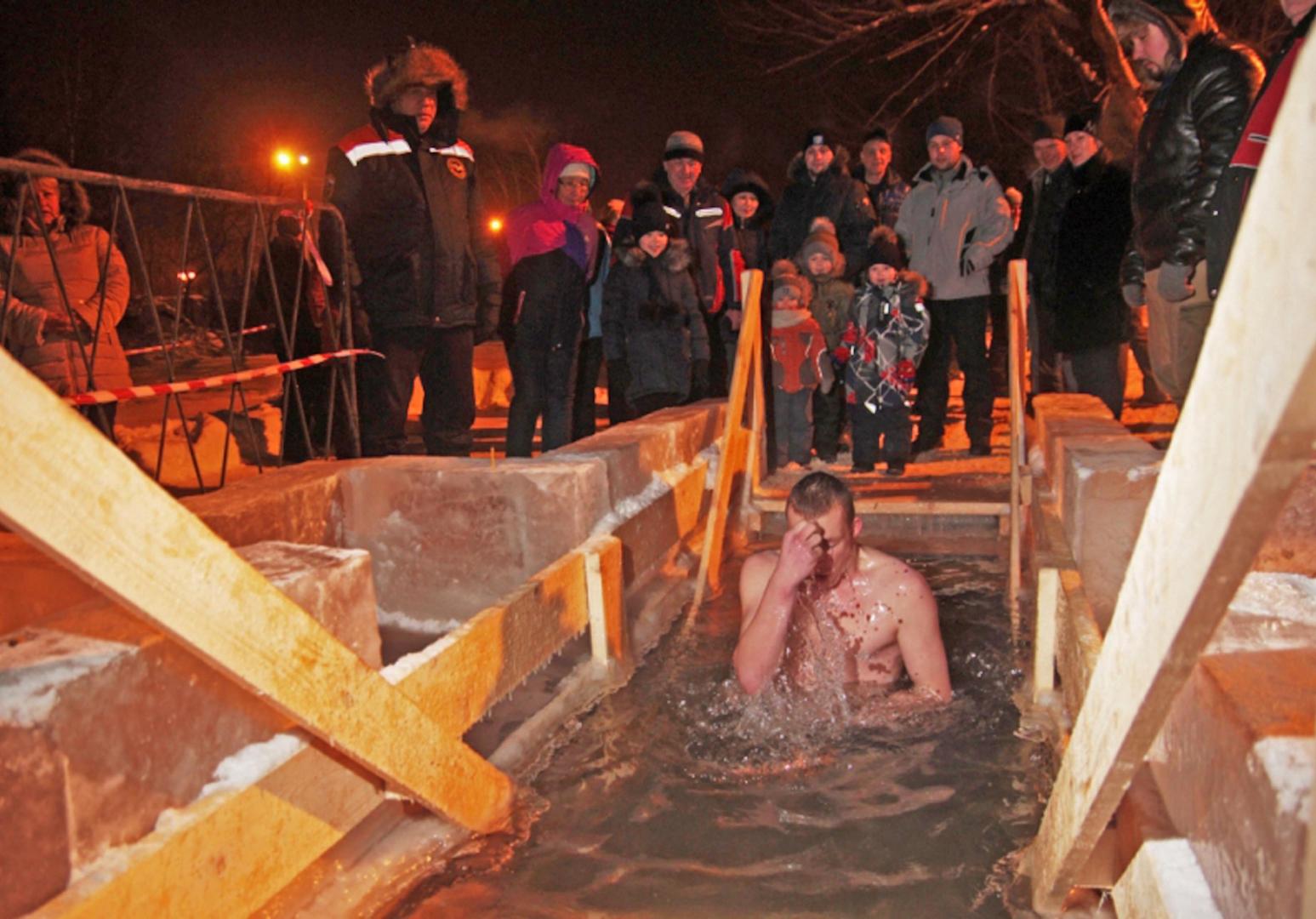 В регионах Сибири официально действовало 417 крещенских купелей