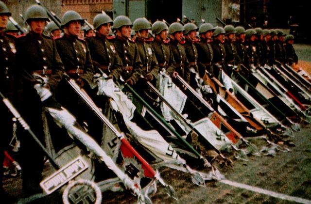 Советские солдаты бросают фашистские знамена на землю перед Мавзолеем. Москва. 1945