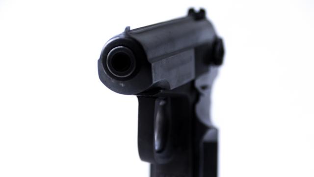 В Москве водитель автомобиля угрожал пистолетом скорой помощи