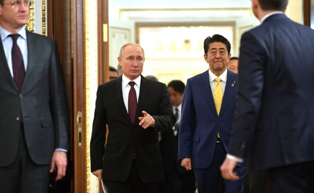 Путин рассказал, о чем говорил с Абэ в Кремле