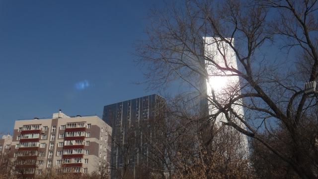 К месту конфликта в московских Раменках подъехала бронетехника