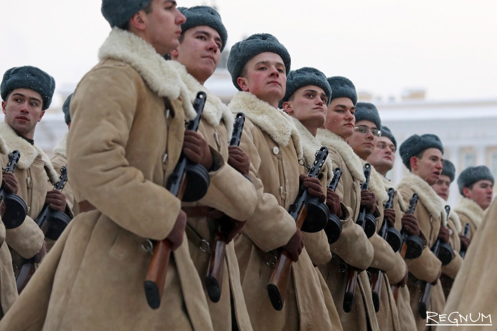 Военнослужащие в форме дивизии народного ополчения