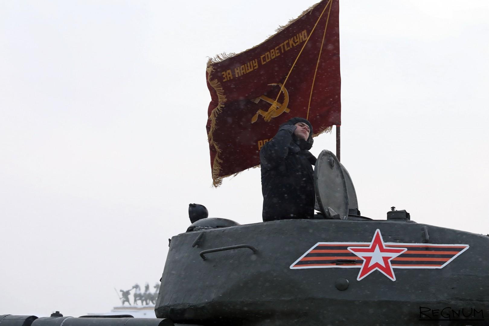 Танк Т-34 и Знамя Победы