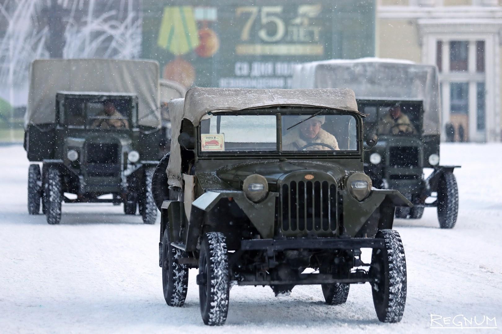 Военная техника времен Великой Отечественной войны на на военном параде в честь 75-й годовщины полного снятия блокады Ленинграда