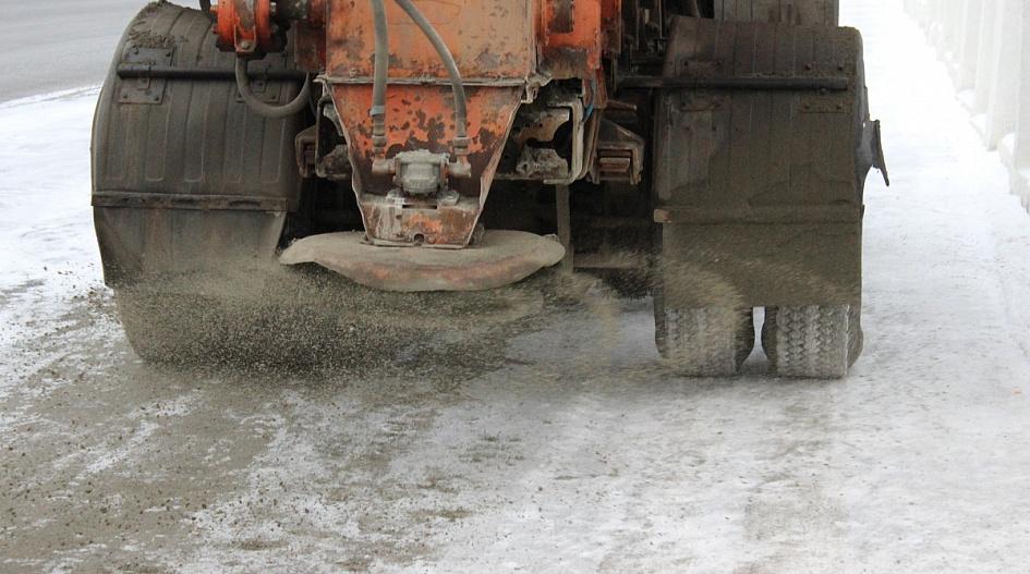 Обработка улиц песком