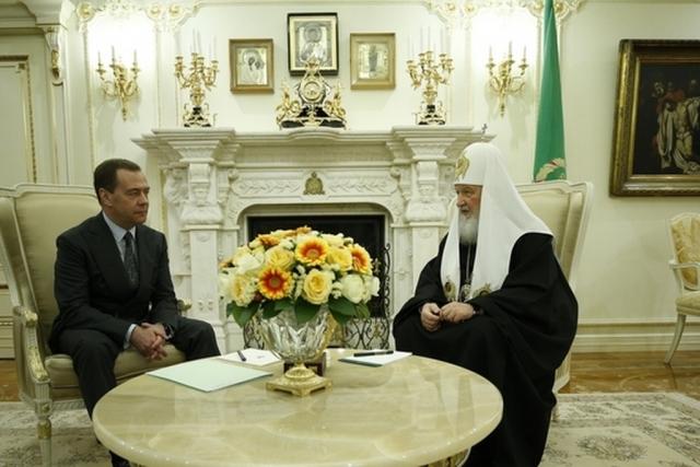 Медведев поздравил патриарха Кирилла с 10-й годовщиной интронизации