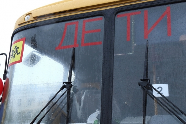 Школьный автобус с детьми опрокинулся в Башкирии photo